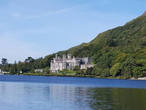 Reaneys | Conamhara Day Tours To Kylemore Abbey