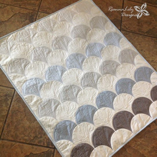 Continuous Path Quilting on Clamshell Quilts by Jen Eskridge | ReannaLily Designs | The Quilted Clamshell
