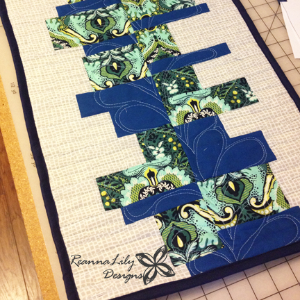 Heartbeat Table Runner | Jen Eskridge | ReannaLily Designs | Nancy Zieman Pattern