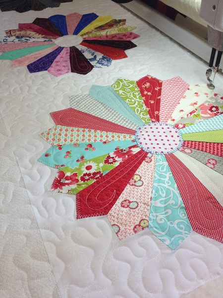 Quilted Hooks | Dresden Plate Quilt Block | ReannaLily Designs
