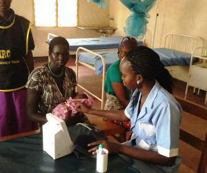 Photo of Elizabeth Nyadiet Kel on practical assignment in Kakuma IRC hospital