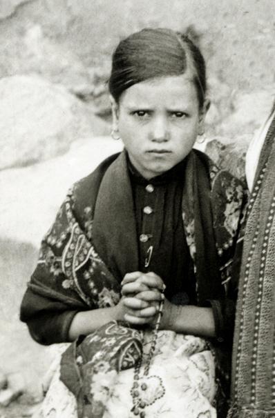 Jacinta-marto-fatima-portugal-1917 (2)