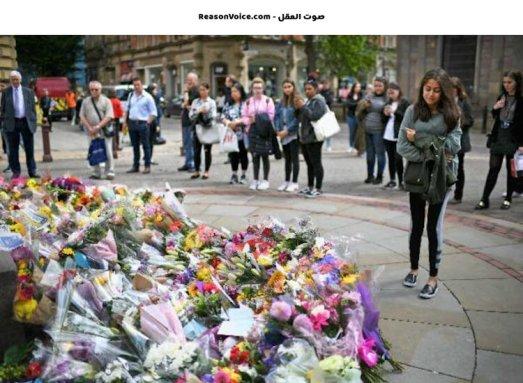 ورود و حزن على الضحايا الابرياء