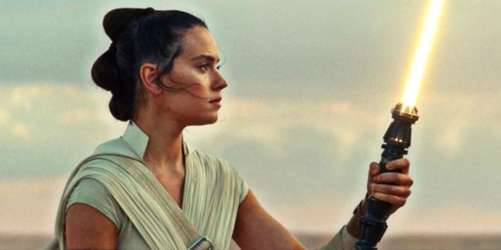 Star-Wars-The-Rise-Skywalker-Rey-Yellow-Lightsaber