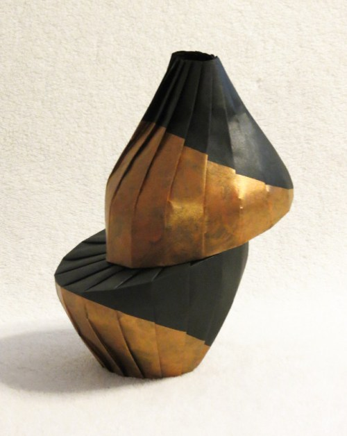 Gold diagonal shift vase