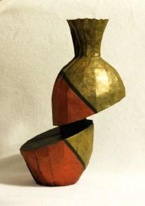 Floating diagonal shift vase