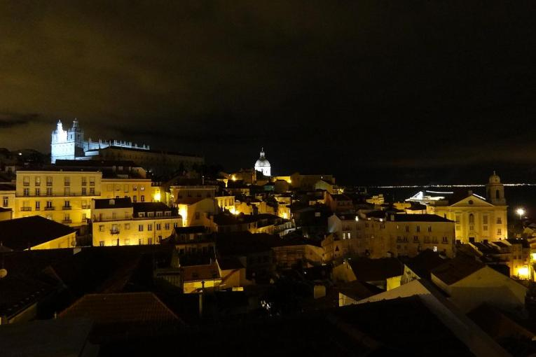 2014 04 26 Night view of the Alfama from Largo Das Portas Do Sol