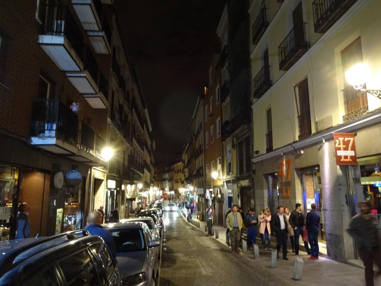 Calle de Cava Baja at midnight