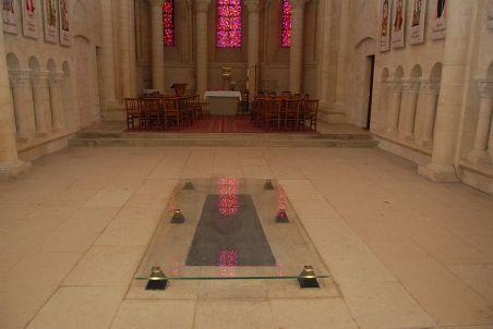 1024px-queen_matildas_grave_in_the_womens_abbey_at_caen