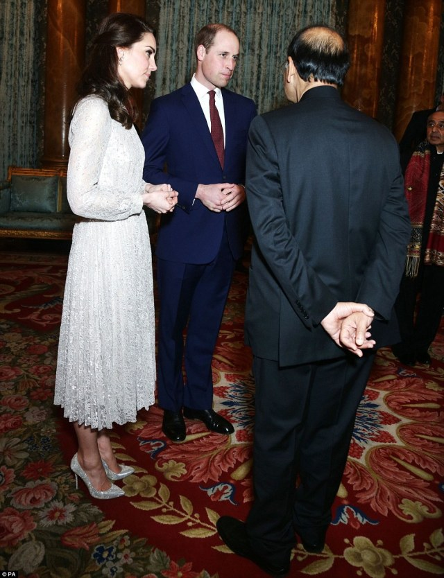 3DC5E84900000578-4264730-The_Duke_and_Duchess_of_Cambridge_left_joined_the_Queen_to_host_-a-13_1488221529231.jpg