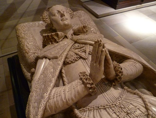 788px-Tomb_effigy_of_Mary,_Queen_of_Scots_(copy).jpg
