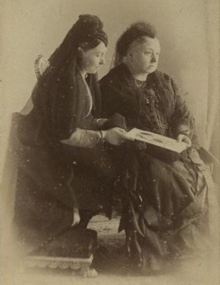 Queen_Victoria_and_Princess_Royal_1888.jpg