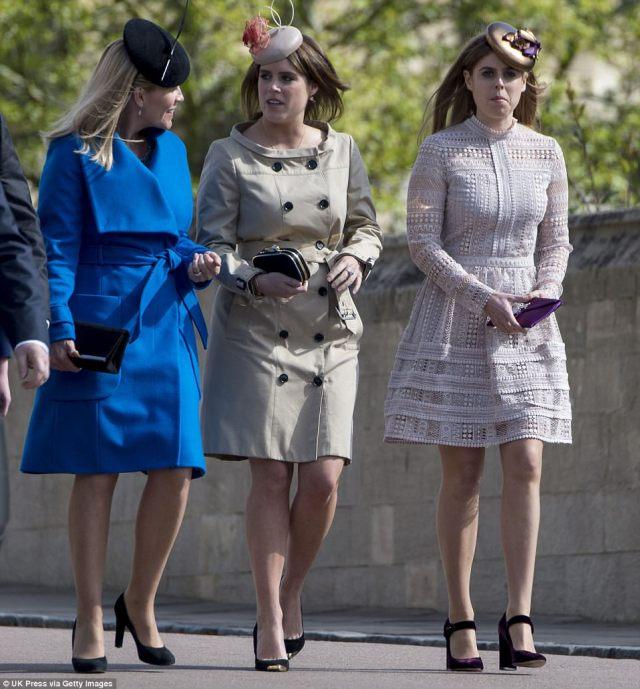 3F4B81D000000578-4416018-Spring_dresses_Autumn_Phillips_left_Princess_Eugenie_centre_and_-a-4_1492345036051.jpg