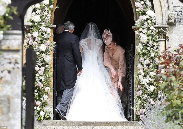 40914DF700000578-4524842-Kate_Duchess_of_Cambridge_right_arranges_the_train_of_her_sister-a-42_1495301740879.jpg