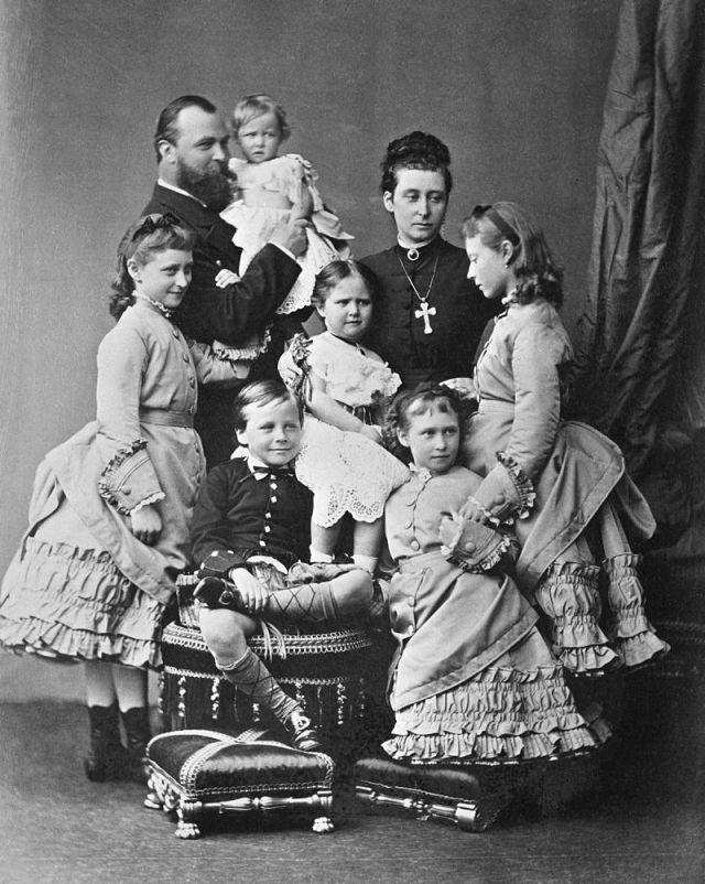 800px-The_Hessian_family_in_1876.jpg