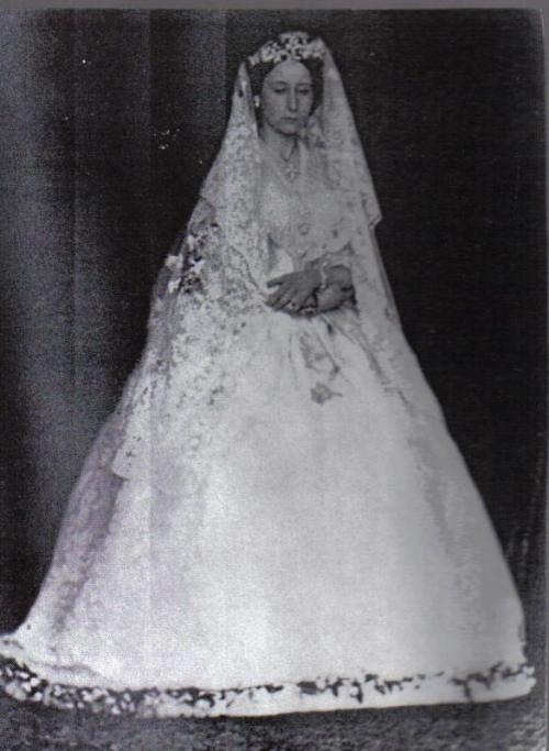 Princess-Alice-in-her-wedding-dress.jpg
