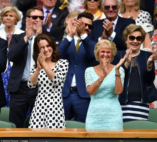 41FED63D00000578-4660830-The_Duchess_of_Cambridge_couldn_t_contain_her_delight_as_she_app-m-114_1499094547188.jpg