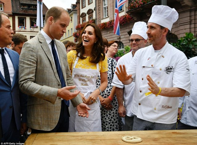42834E5900000578-4713936-William_and_his_wife_Kate_the_Duchess_of_Cambridge_listen_to_exp-a-73_1500569110061.jpg