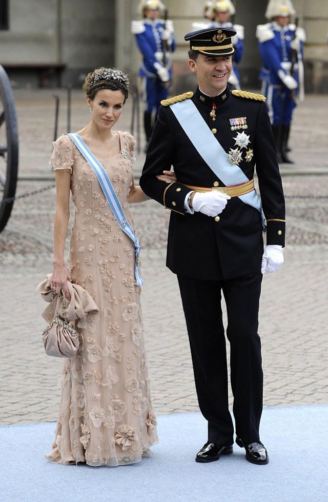 fashion-2014-09-queen-letizia-swedish-royal-wedding-2010-main.jpg