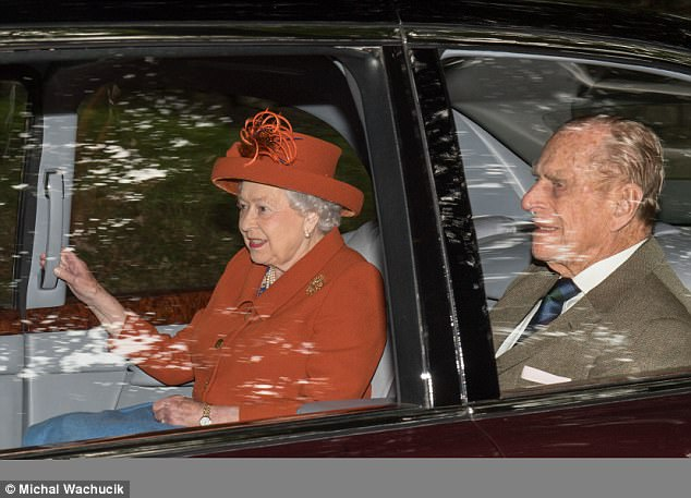 4367E35600000578-4806864-Following_behind_was_Her_Majesty_the_Queen_who_was_accompanied_b-a-54_1503233544811.jpg