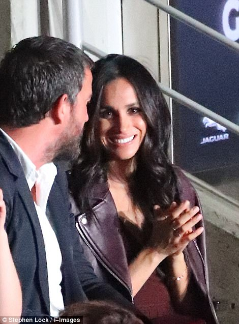 44A5D63C00000578-4913990-Meghan_Markle_appeared_at_the_Invictus_games_opening_ceremony_on-a-196_1506218878341.jpg