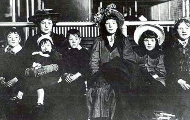 cropped_swf_Irish_family_Ellis_Island