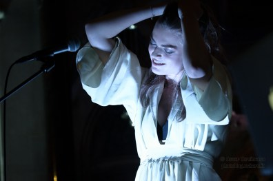 Laura Doggett live in London Photo © 2014 by Oscar Tornincasa for rebelrebelmusic.com