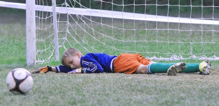 Ребенок переживает, что подвел команду: как помочь?