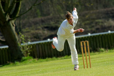 Shoulder injury during fast bowling in cricket
