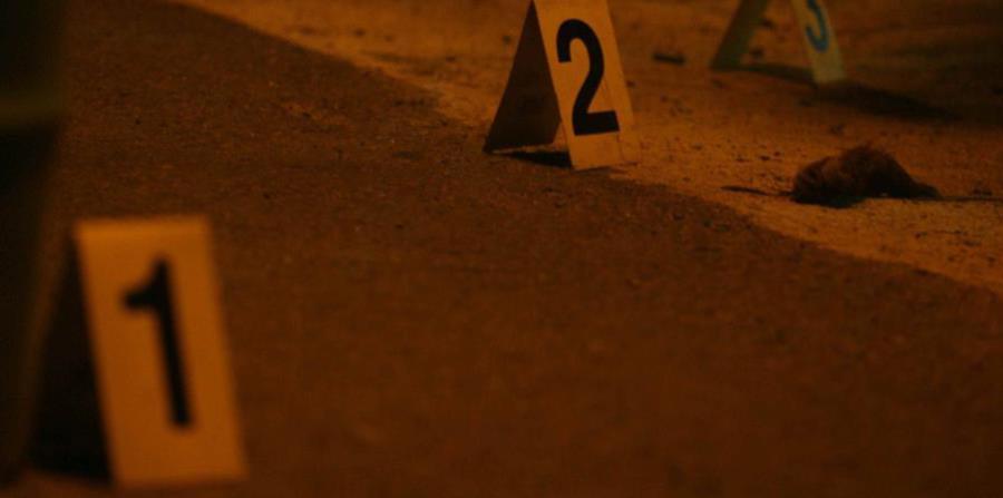 La balacera ocurrió esta madrugada frente a un negocio localizado en el barrio Guayabal, en la carretera PR-149. (horizontal-x3)