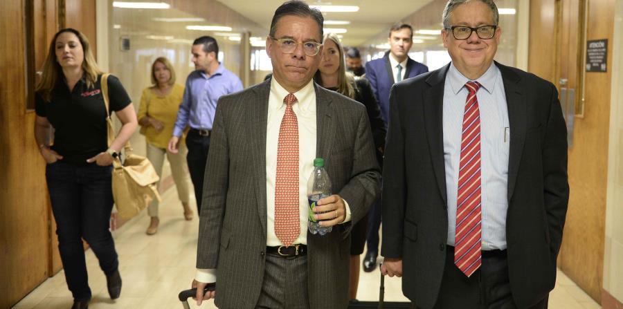 A la izquierda, el licenciado Antonio Bauzá y Germán Brau, abogados de los pequeños comerciantes. (horizontal-x3)