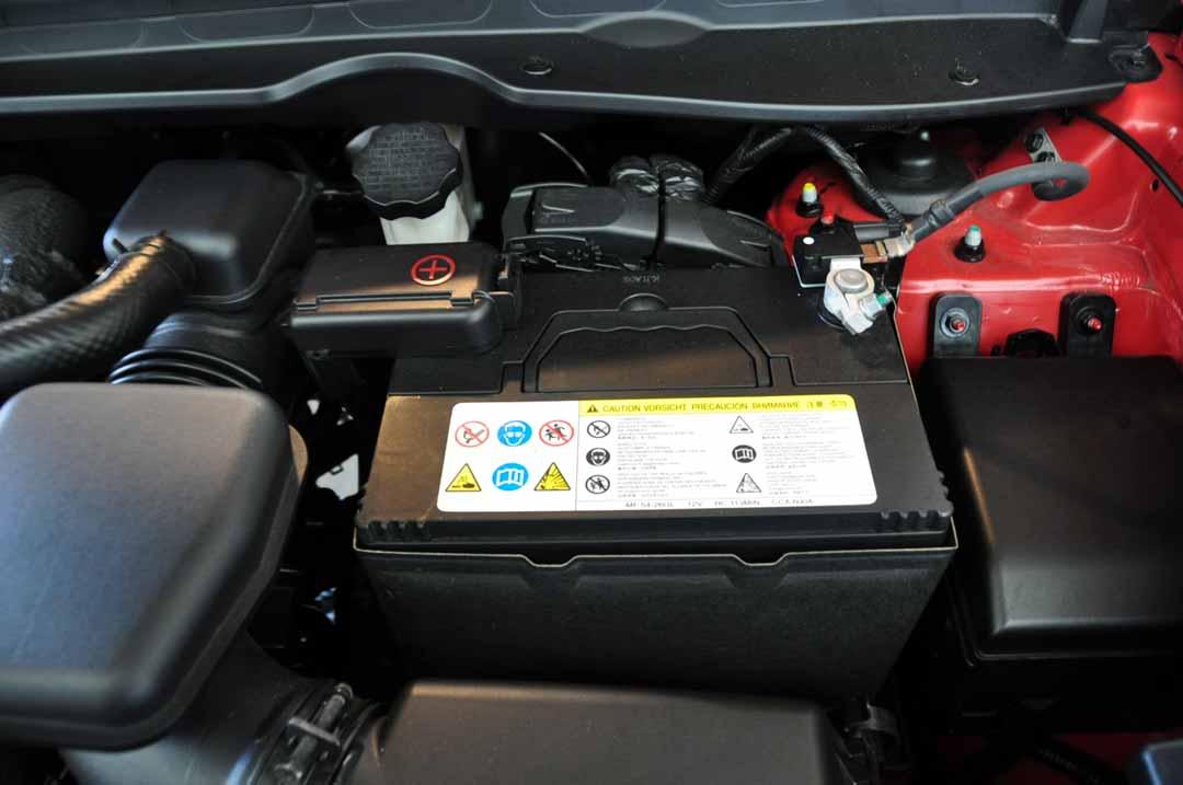 Seguridad-a-tener-en-cuenta-para-el-manejo-de-una-batería-recambios-infra