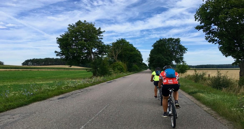 La DGT deja claro cuando los ciclistas pueden circular de dos en dos 1920