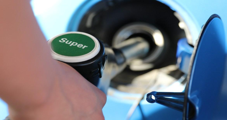 se-acaban-las-subvenciones-a-los-coches-gasolina-y-diesel-1920
