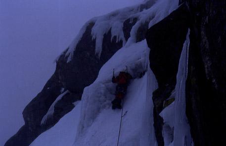 escalando en hielo en Peñalara