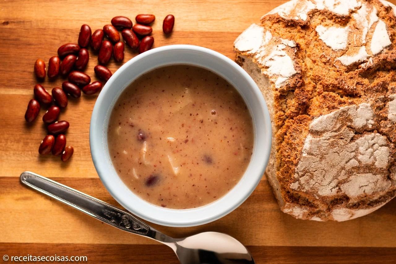 Sopa de feijão e lombardo