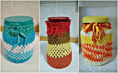 Cozinha decorada com potes de crochê