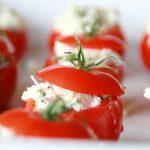 Mini tomate recheado com pasta de ricota, azeite e ervas