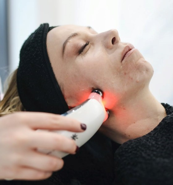 PROS AND CONS OF LASER SKIN TIGHTENING