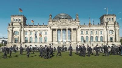 https://i0.wp.com/recentr.com/wp-content/uploads/2020/05/shutterstock_1726823908-COVID-demo-deutschland.jpg?resize=402%2C226