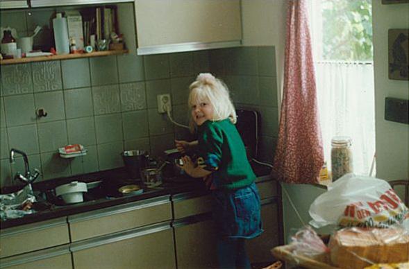 Wendy van Buzz in the Kitchen