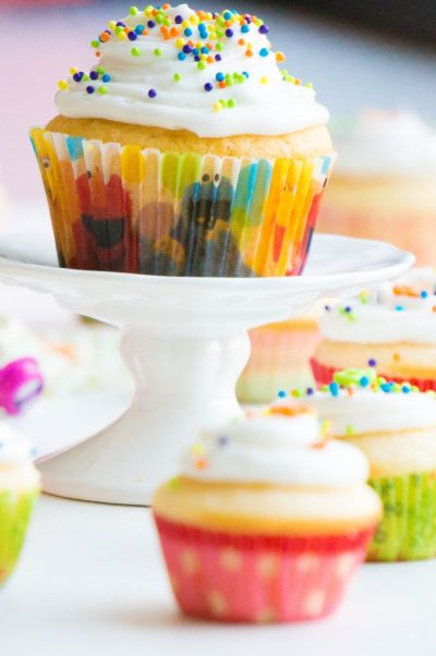 Yellow Cake Cupcakes recept | Buzz in the Kitchen