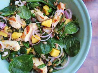 Рецепт Салат с копченой курицей и шпинатом