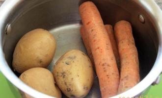 Морковь и картофель моются и варятся