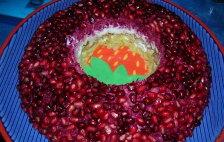 Вегетарианский гранатовый салат