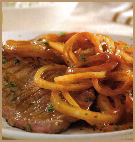 bifes con cebolla y salsa de paprika