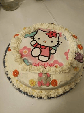 tarta Hello Kitty III - Tarta de fresas con nata de Hello Kitty