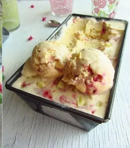 Helado de chocolate blanco1 - Helado de chocolate blanco con frambuesas y pistachos