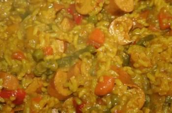 arroz con salchichas - Arroz con carne y verduras en Thermomix