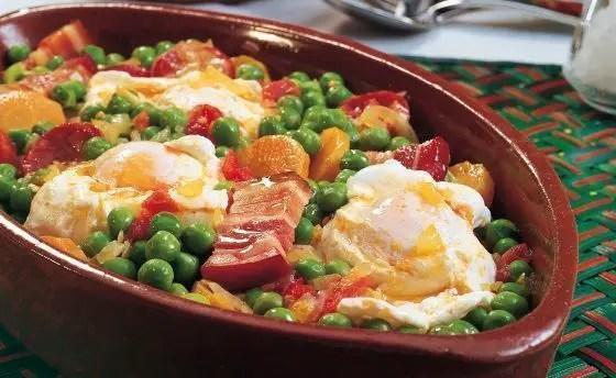 guisantes con huevo - Guisantes con jamón y huevo al estilo de Portugal